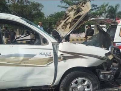 حیات آباد میں ایف سی کی گاڑی کے قریب خودکش حملہ ، میجر اور سپاہی شہید ،7افراد زخمی