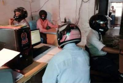 بھارت کا ایک ایسا منفرد آفس، جس میں کام کرنے کیلیے ہیلمٹ پہننا بہت ضروری ہے