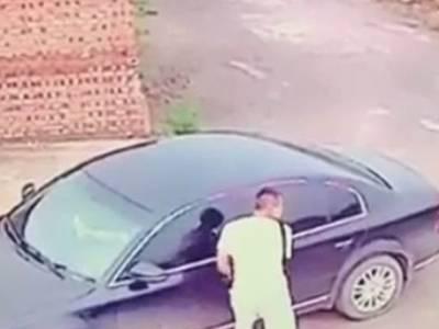 چور کی پارکنگ میں کھڑی گاڑی چوری کرنے کی کوشش، جیسے ہی دروازہ کھولا اور ایسا شرمناک ترین منظر کہ دیکھ کر خود ہی دُم دبا کر بھاگنے پر مجبور ہوگیا