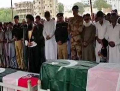 کراچی میں شہید ہونے والے تین پولیس اہلکاروں کی نماز جنازہ اداکر دی گئی، وزیراعلیٰ سندھ ،ڈی جی رینجرز سمیت دیگر کی شرکت