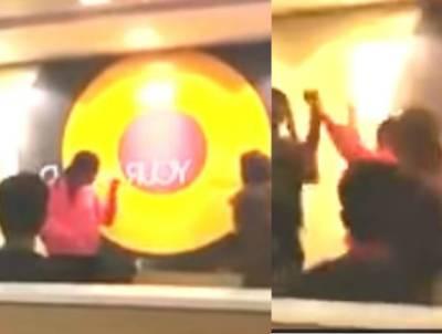کراچی کے مکڈونلڈز میں بیوی نے شوہو کو اجنبی لڑکی کے ساتھ بیٹھے رنگے ہاتھوں پکڑ لیا ، پھر کیا ہوا ؟ آپ خود ہی دیکھ لیں