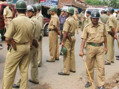 بھارتی پولیس کا اپنی ہی فوج کے جوان پر سرعام ایسا خوفناک تشدد کہ سب ہی'' توبہ توبہ '' کر اٹھے