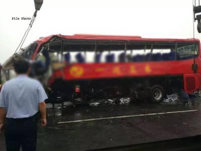 چین ، بس اور ٹر الر میں تصادم ، 11افراد ہلاک،9زخمی