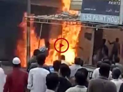 کراچی ملیر میں واقع مدینہ پینٹ ہاؤس میں لگنے والی آگ کے مناظر دیکھیں۔ ویڈیو: فیصل علی۔ کراچی