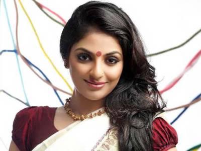 معروف بھارتی اداکارہ کی شرمناک تصاویر اپنے ہی انتہائی قریبی شخص نے انٹرنیٹ پر لیک کر دیں