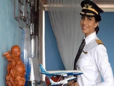 بھارت، خاتون نے دنیا میں بوئنگ 777 طیارہ اڑانے والی سب سے کم عمر خاتون پائلٹ کا اعزاز حاصل کرلیا