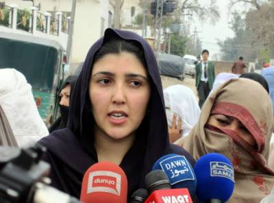 """""""نواز شریف کم از کم۔۔۔"""" عائشہ گلالئی نے پارٹی چھوڑتے ہی نواز شریف کے بارے میں ایسی بات کہہ دی کہ عمران خان کو منہ چھپانے کی جگہ نہ ملے گی، جان کر مسلم لیگ (ن) والے خوشی سے نہال ہو جائیں گے"""