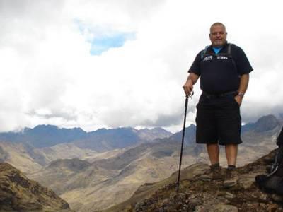 اپنی بیگم کی وفات کے 4 برس بعد یورپی شخص اس کی آخری خواہش پوری کرنے کیلئے ہمالیہ کی پہاڑیوں میں پہنچ گیا، کیا خواہش تھی؟ جان کر آپ کی حیرت کی بھی انتہا نہ رہے گی