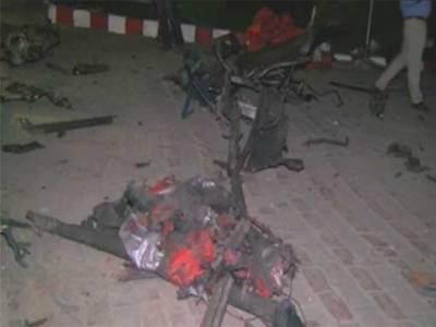 لاہور میں بند روڈ پر ٹرک میں دھماکے کا مقدمہ درج،ایف آئی آر میں قتل، اقدام قتل اور دہشتگردی ایکٹ سمیت دیگر دفعات شامل