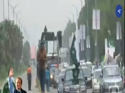 سابق وزیر اعظم کی ریلی ، نواز شریف کی گاڑی ذاتی ڈرائیور چلا رہا ہے: نجی ٹی وی