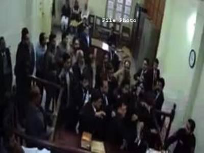 عدالتوں سے بدتمیزی کرنے والے وکلاءکے خلاف پروفیشنل اور سینئروکلاءمیدان میں آ گئے،رائل پام میں اجلاس ،عدلیہ کے تحفظ کے لئے اہم فیصلے