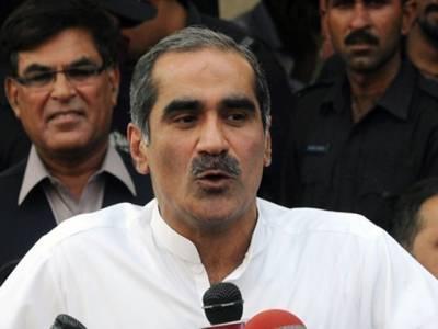 ن لیگ کی جی ٹی روڈ ریلی کا راولپنڈی میں پہلا پڑاﺅ، وزیر ریلوے خواجہ سعد رفیق گاڑی سے اترتے ہوئے گر گئے