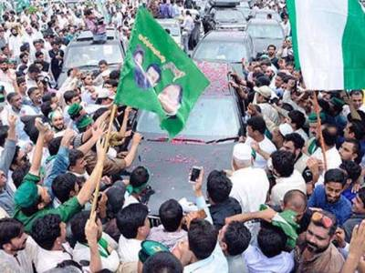 عابد شیر علی کو نیچے بٹھاؤ اور میاں صاحب کی گاڑی کو آگے لے کر آؤ:خواجہ سعد رفیق کی عابد شیر علی کا اسٹیج سے مخاطب کرکے اعلان