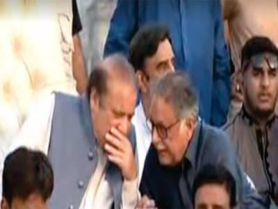 '' نواز شریف کا جی ٹی روڈ مشن'' جہلم میں سابق وزیر اعظم کو خطاب سے پہلے سٹیج پر بیٹھے پرویز رشید مشورے دیتے رہے