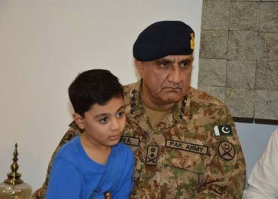 آرمی چیف کا اہلیہ کے ہمراہ شہید میجر علی سلمان کے گھر کا دورہ :آئی ایس پی آر