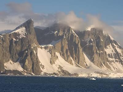 دنیا کا وہ علاقہ جہاں سائنسدانوں کو کئی کلومیٹر ' آگ ' برف سے لپٹی ہوئی مل گئی
