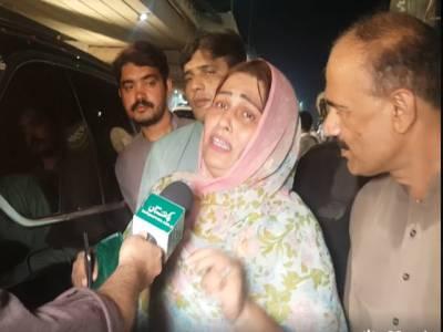 نواز شریف کی ریلی میں اپنے قائد کیلئے بچوں کی طرح رونے والی خاتون کیلئے مریم نواز میدان میں آگئیں، ایسا کام کردیا کہ لیگی کارکنوں کی خوشی کی انتہا نہ رہی