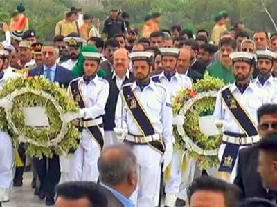 کراچی :مزار قائد پر پاکستان نیول اکیڈمی کے دستے نے ذمہ داری سنبھال لی