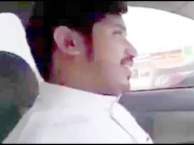 سعودی عرب میں نوجوان بھارتی ڈرائیور اور ادھیڑ عمر سعودی خاتون کی گاڑی میں بنائی گئی ویڈیو نے سوشل میڈیا پر تہلکہ برپا کردیا، اس میں دونوں کیا گفتگو کررہے ہیں؟ جان کر آپ بھی داد دیں گے