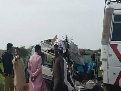 مسافر وین اور بس میں تصادم، 5افراد جاں بحق،20زخمی