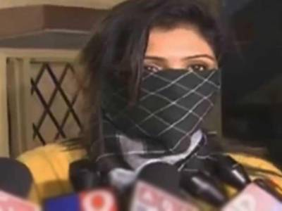 بھارتی ہدایت کارکی اداکارہ سے چلتی کارمیں زیادتی کی کوشش