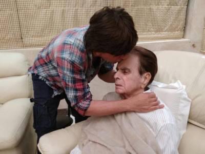 شاہ رخ خان کی دلیپ کمار کے گھر آمد ،لیجنڈ اداکار کی عیادت،تصاویر سوشل میڈیا پر وائرل