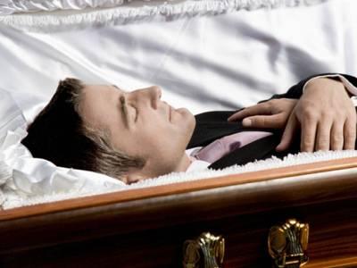 وہ آدمی جس نے اپنی موت کا ڈرامہ رچایا تاکہ دیکھ سکے اس کے جنازے پر کتنے قریبی دوست آتے ہیں، نتیجہ ایسا نکلا کہ وہ کبھی تصور بھی نہ کرسکتا تھا
