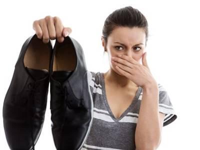 اگر آپ کے جوتوں سے بدبو آتی رہتی ہے تو یہ طریقہ آزما کر ہمیشہ کیلئے اس مسئلے سے نجات حاصل کریں
