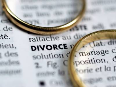 سعودی عرب: خود سے آگے چلنے پر شوہر نے بیوی کو طلاق دیدی