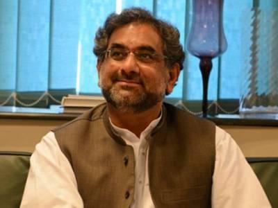 وزیراعظم شاہد خاقان عباسی لاہور پہنچ گئے ،وزیراعلیٰ شہباز شریف نے استقبال کیا، ایئر پورٹ پر سکیورٹی کے سخت انتظامات
