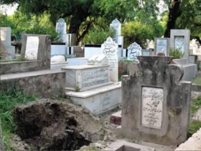 میانی صاحب قبرستان میں کھڑے ہوکر دعا کررہا تھا کہ اچانک قبروں سے دردناک آوازیں آنے لگیں ،معاملہ جان کر یقیناً آپ کو شدید رنج ہوگا کہ مرُدوں کے ساتھ ایسا بھی ہوسکتا ہے