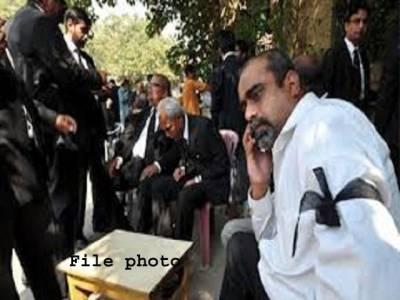 عدلیہ وکلاءتنازع ،لاہور ہائی کورٹ میں سخت حفاظتی اقدامات ،احاطہ عدالت میں وکلاءکا پرامن احتجاج ،کوئی ناخوشگوار واقعہ پیش نہیں آیا