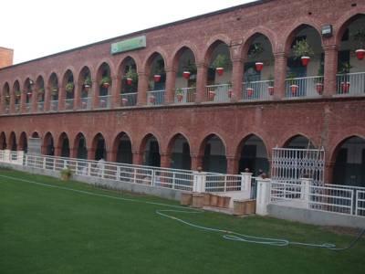 پنجاب فوڈ اتھارٹی نے معروف دینی ادارے ''جامعہ اشرفیہ '' کی کنٹین کو مثالی صفائی پر 10 ہزار روپے انعام دے دیا