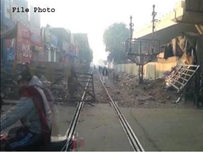 گوجرانوالہ، شیرانوالہ باغ کے قریب مال بردار ٹرین ریلوے پھاٹک سے ٹکرا گئی، پھاٹک ٹوٹ گیا