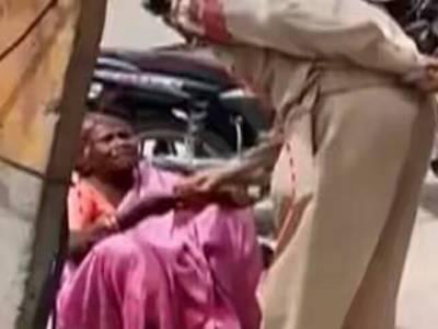 مقبوضہ کشمیر میں پولیس اہلکار نے بھکاریوں سے پیسے چھیننا شروع کردئیے