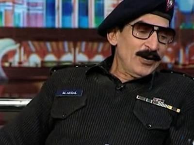 پولیس وردی پہن کر ڈانس کرتا ہے ،افتخار ٹھاکر کے خلاف اندراج مقدمہ کی درخواست دائر