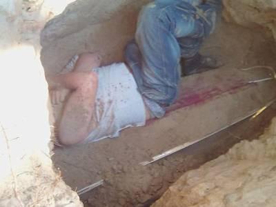 نوجوان نے اپنی محبوبہ کی قبر کھود کر اس کی لاش کو آگ لگادی، پولیس نے موقع پر پکڑلیا تو اس حرکت کی کیا وجہ بتائی؟ جان کر آپ کے بھی رونگٹے کھڑے ہوجائیں گے