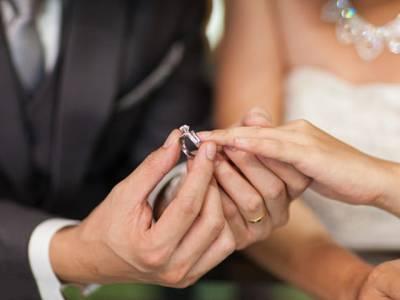 جو لوگ شادی شدہ ہوتے ہیں، ان کے سینے میں۔۔۔ سائنسدانوں نے پہلی مرتبہ شادی کا وہ فائدہ بتادیا جو آج تک ہم نے سوچا بھی نہ تھا، جان کر پاکستانی مَردوں کو یقین نہیں آئے گا کہ۔۔۔