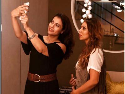 شاہ رخ کی بہترین دوست اور اہلیہ کی سیلفی وائرل