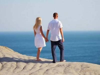 خواتین کو کس عمر کے مرد سب سے زیادہ پسند آتے ہیں؟ جدید تحقیق میں ایسا جواب مل گیا جو آپ کے تمام اندازے غلط ثابت کردے گا