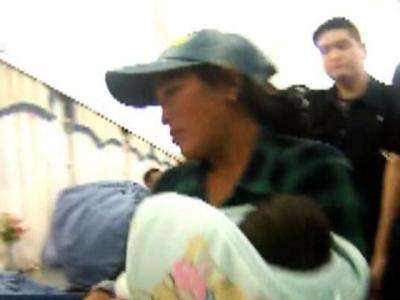 ٹرین میں نومولود بچے کو دودھ پلاتی خاتون، پولیس افسر نے دیکھتے ہی اسے گرفتار کرلیا، دودھ پلانے کے دوران ایسا کیا کام کیا کہ پولیس افسر کو پتہ چل گیا کہ بچہ اغواءشدہ ہے؟ جان کر آپ بھی حاضر دماغی کی داد دیں گے