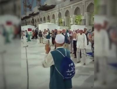 رواں سال حج کے موقع پر بنائی گئی سب سے بہترین ویڈیو نے سوشل میڈیا پر دھوم مچا دی، چینی مسلمانوں کو دیکھ کر غیر مسلم بھی اپنے آنسوﺅں پر قابو نہ رکھ سکے، یہ کیا کر رہے ہیں؟ دیکھ کر آپ کے آنسو بھی چھلک پڑیں گے