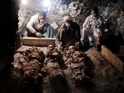 مصر میں ساڑھے تین ہزار سال پُرانی 'ممی ' دریافت، قبر کی دیواروں پر کیا لکھا تھا؟ دیکھ کر ماہرین بھی دنگ رہ گئے