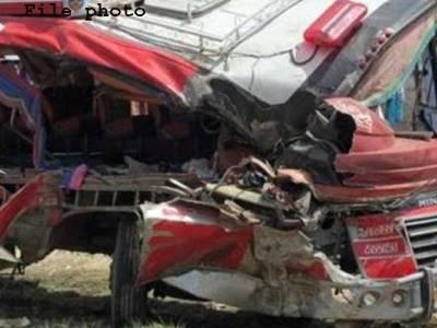 راولپنڈی ،چکری انٹرچینج کے قریب ٹریلر اور وین میں تصادم،14 افراد جاں بحق،20زخمی