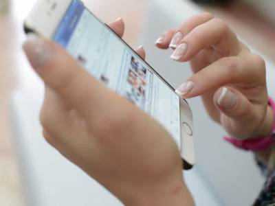فیس بک پر اجنبی مرد کی فرینڈ ریکسویسٹ قبول کرنے پر خاتون کا 6 کروڑ روپے کا نقصان ہوگیا