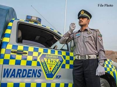 ڈرائیور کے سیٹ بیلٹ نہ باندھنے پر وزیر ایکسائز خیبر پی کے کی گاڑی کا چالان