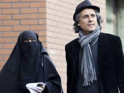 فرانسیسی تاجر کاآسڑیا میں برقع پہننے والی خواتین کے جرمانے ادا کرنے کا اعلان
