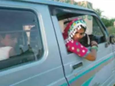 تھر میں کوئلے کی نقل و حمل , ہندوخواتین خاندان کے سہارا کیلئے ڈرائیور بننے لگیں