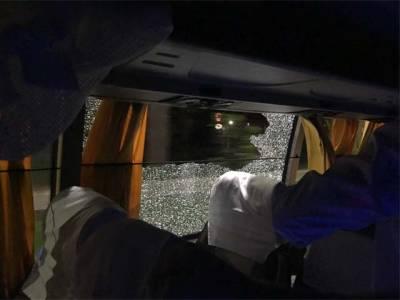 بھارت میں آسٹریلوی ٹیم کی بس پر بھارتی انتہا پسندہندووں کا پتھراو،بس کے شیشے ٹوٹ گئے