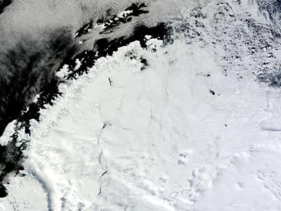 برف کے پہاڑ میں اچانک کئی کلو میٹر لمبا سوراخ ہوگیا، یہ کیسے ہوا اور اس کے اندر کیا ہے؟ سائنسدانوں کا ایسا اعلان کہ پوری دنیا میں کھلبلی مچادی، جان کر آپ بھی بے حد خوفزدہ ہوجائیں گے